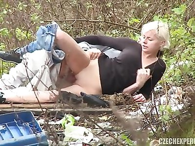 amateur porn girl nailed in the bushes